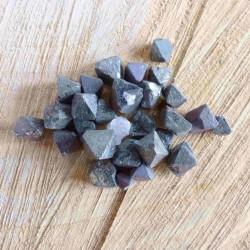 Petite Magnétite (cristaux octaédrique) ~ Attraction